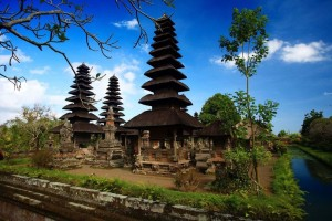 zdroj: http://www.lovethesepics.com/2012/11/7-sea-temples-of-beautiful-bali-the-island-paradise-of-1000-temples-51-pics/