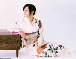 zdroj: http://japonsko.hu.cz/moda/yukata-kimono-v-hravych-barvach