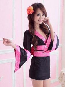 zdroj: http://www.kimonoandsilk.com/short-sexy-robes/black-kimono-pink-ob.html