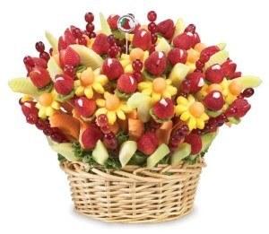 Ovocná kytice zdroj: http://www.projectwedding.com/vendor/show/fruit-flowers