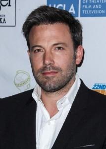 zdroj: http://www.starpulse.com/Actors/Affleck,_Ben/gallery/20130617-103/
