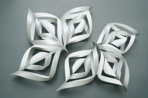 zdroj: http://www.handimania.com/diy/3d-paper-snowflake.html