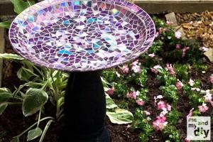zdroj: http://www.handimania.com/diy/mosaic-tile-birdbath.html