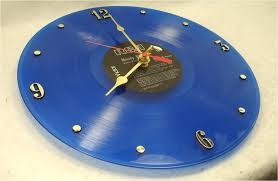 nástěnné hodiny z gramofonové desky