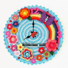 vyšívané nástěnné hodiny