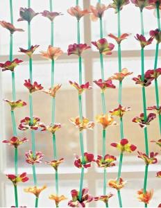 květinovo-brčkový závěs