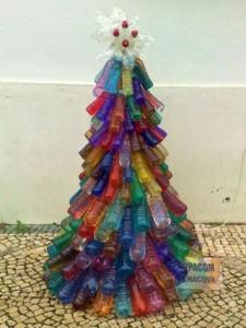 plastový vánoční strom