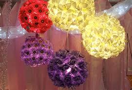 zdobené lampy